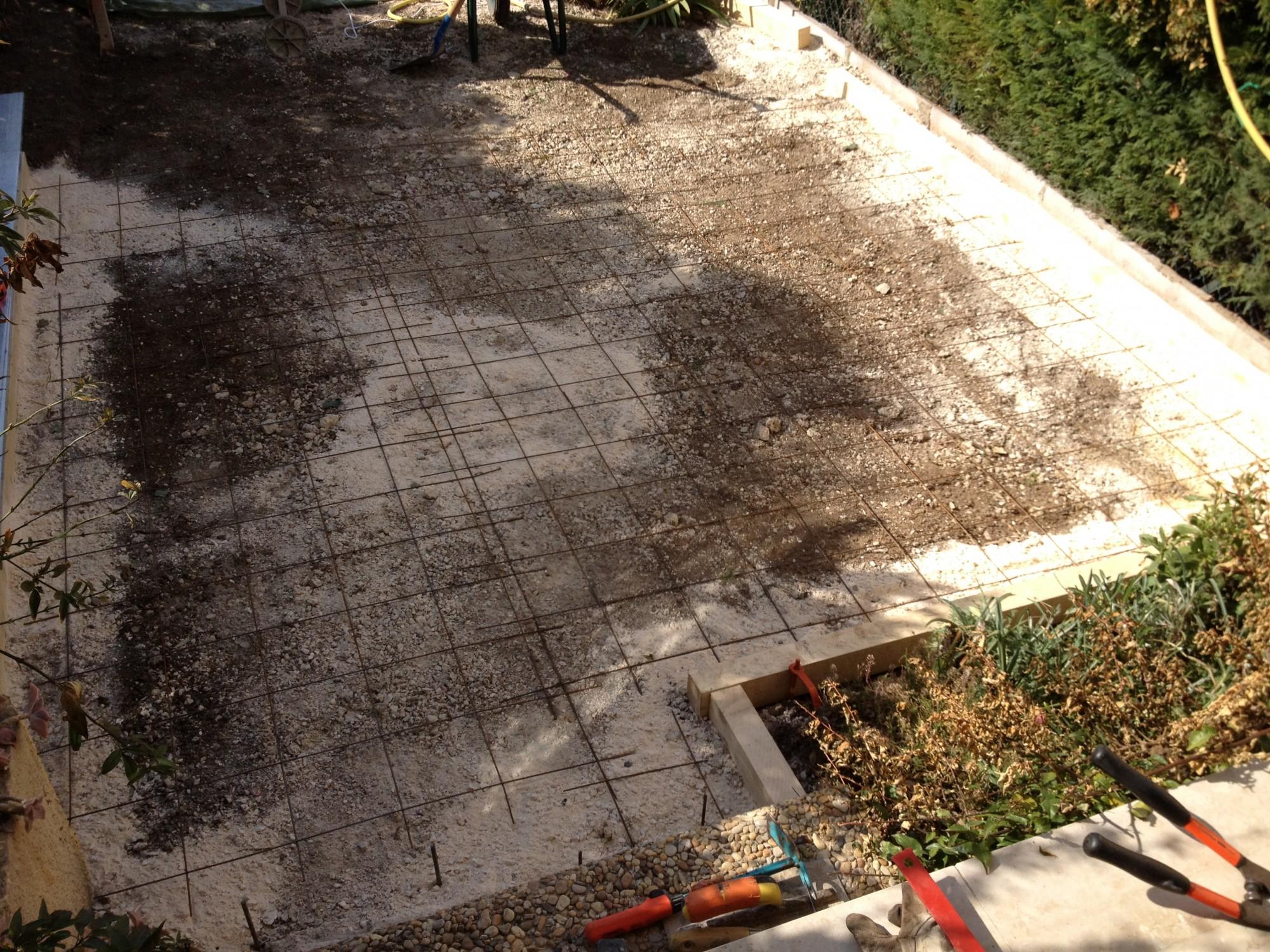 R alisation d 39 une dalle en b ton dans un jardin priv for Couler dalle beton garage