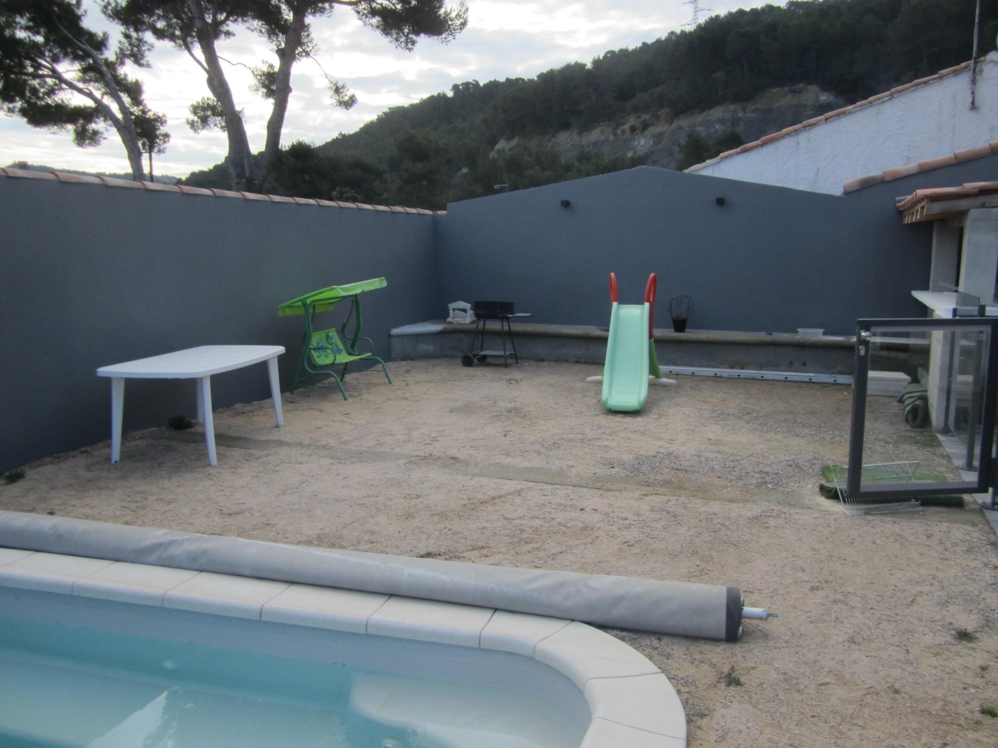 Am nagement d 39 une piscine et d 39 un jardin contemporain for Photo d amenagement piscine