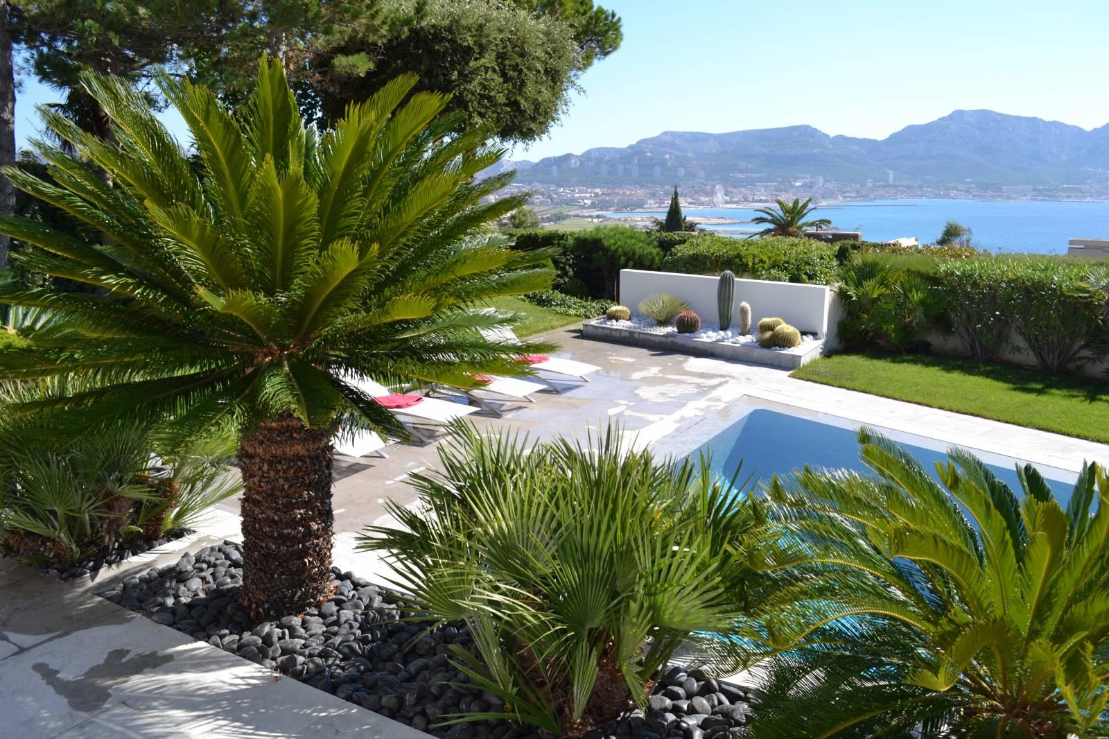 am nagement jardins entretien espaces verts marseille vert tige. Black Bedroom Furniture Sets. Home Design Ideas