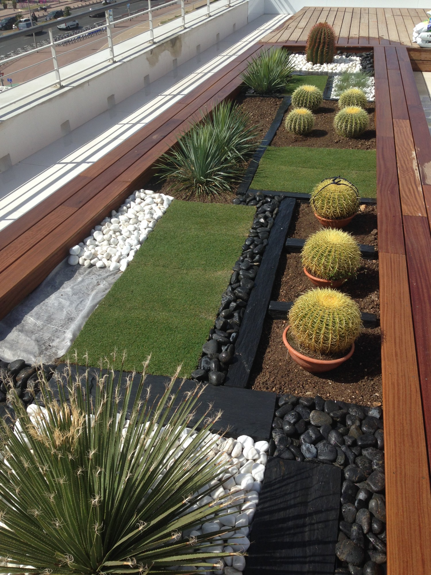 Terrasse contemporaine marseille cr ation d 39 une for Jardines secos modernos