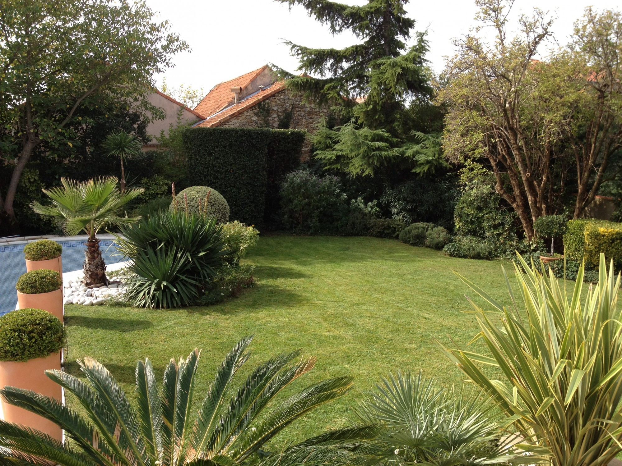 Entretien de jardins priv s vert tige for Annonce entretien jardin