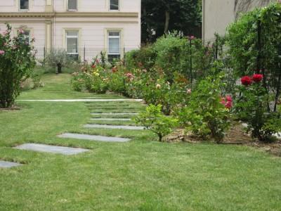 Entretien des espaces verts de copropri t vert tige for Entretien jardin copropriete